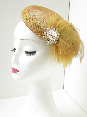 Gold   Ivory Feather Fascinator Headpiece Hair Clip Pillbox Vintage Races  6AD 2474dc5f39f2