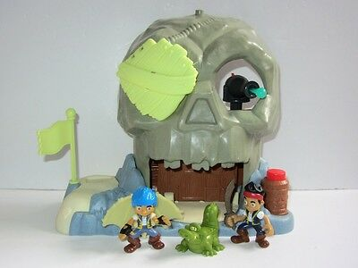 Jake and The Neverland Pirates Playset  Rare Glow-In-The-Dark Skull Island