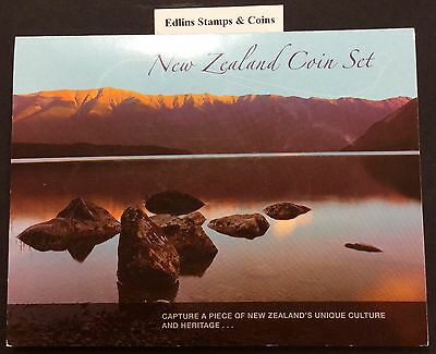 2003 New Zealand coin set - includes old coins of New Zealand no outer