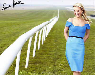 "STUNNING 10"" x 8"" PHOTO (COA) SIGNED ""TTM"" BY CHANNEL 4 PRESENTER - EMMA SPENCER"