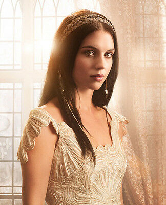 Adelaide Kane UNSIGNED photo - B1710 - Reign