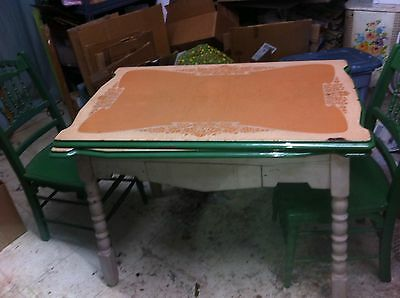 GREEN  ENAMEL TABLE WOOD  LEGS 1950s RETRO KITCHEN TABLE WITH SILVERWARE DRAWER