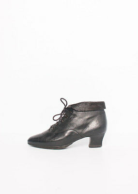 Size 7 Vintage Ladies 80s Black Pixie Grunge lace up leather ankle boots
