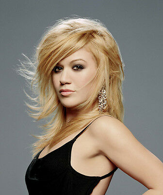 KELLY CLARKSON UNSIGNED photo - B769 - GORGEOUS!!!!