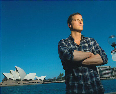 Bear Grylls UNSIGNED photo - 3058 - In Australia