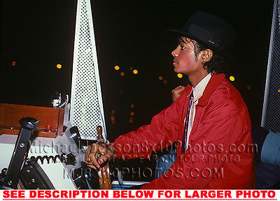 MICHAEL JACKSON 1981 OUT in BRIGHT RED 1xRARE8x10 PHOTO