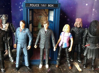 Doctor Who Lights And  Sounds Tardis Plus  Action Figure Worldwide Shipping (3)
