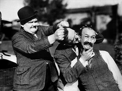 Laurel and Hardy with James Finlayson UNSIGNED photo - B2720 - Big Business
