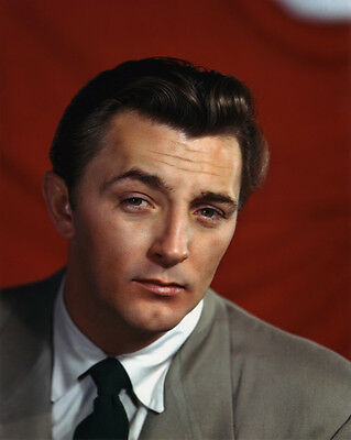 Robert Mitchum UNSIGNED photo - B2916 - HANDSOME!!!!
