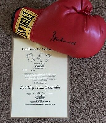 Muhammad Ali Signed Boxing Glove - SIZE 12! *Have a Look*