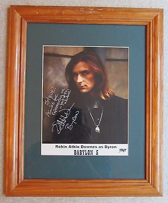 ORIGINAL AUTOGRAPHED PHOTO of ACTOR ROBIN ATKIN DOWNES as BYRON BABYLON 5 FRAMED