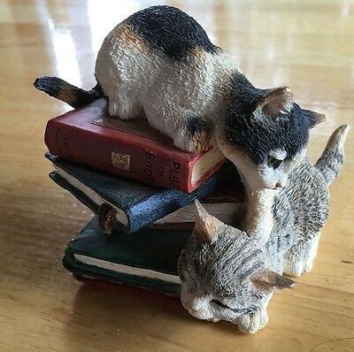 Country Artists Kitten Playing On Books Cat Figurine Retired 01449