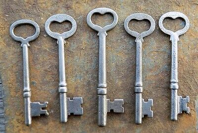 Five  Antique  Heart Shaped Bow Mortise Lock Skeleton Keys Cool Keys
