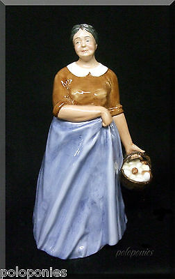 ROYAL DOULTON Farmer's Wife Figurine HN3164-Retired 1991-Farm & Country Series