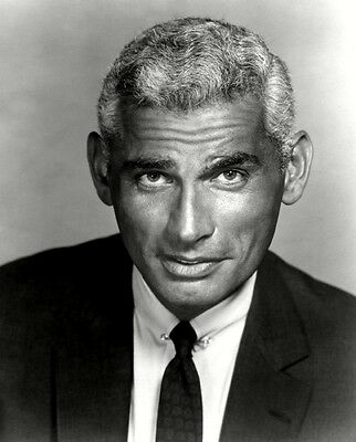 Jeff Chandler UNSIGNED photo - C1067 - HANDSOME!!!!!