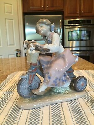 Lladro 5680 Traveling In Style - Mint Condition