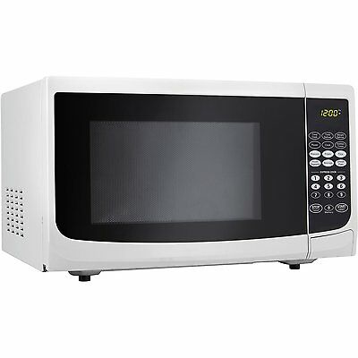 Danby {DMW111KWDB} Microwave Oven, 1.1 Cu Ft, 1000 Watts of cooking power White