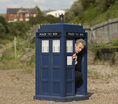 PETER CAPALDI UNSIGNED photo - 4153 - DOCTOR WHO