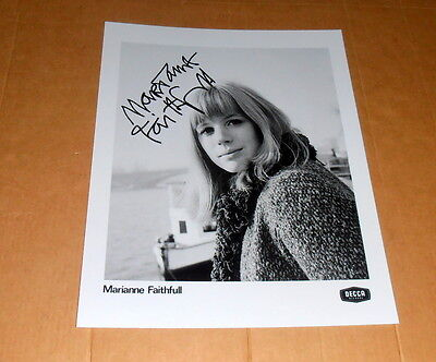 Marianne Faithfull *Broken English* original signed Photo in 20x25 (8x10 Inch)