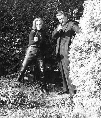 Patrick MacNee and Honor Blackman UNSIGNED photo - 415 - The Avengers
