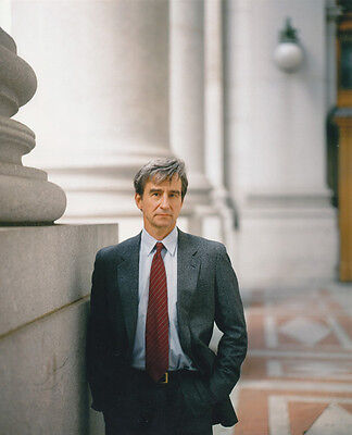 Sam Waterston UNSIGNED photo - 706 - Law & Order