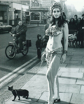 Valerie Leon UNSIGNED photo - 415 - Blood from The Mummy's Tomb