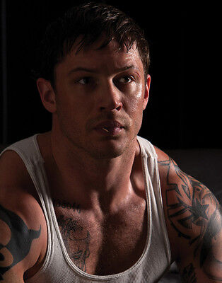 Tom Hardy UNSIGNED photo - D382 - HANDSOME!!!!!