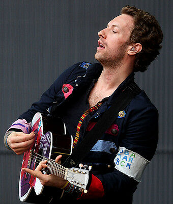 Chris Martin UNSIGNED photo - D500 - SEXY!!!!!
