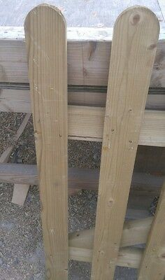 60 X SMOOTH ROUND TOP PICKET GARDEN FENCE PALES 900mm  SMOOTH REDWOOD TREATED