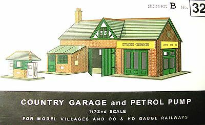 Sq32   Superquick Garage & Petrol Pumps    B32    Kit