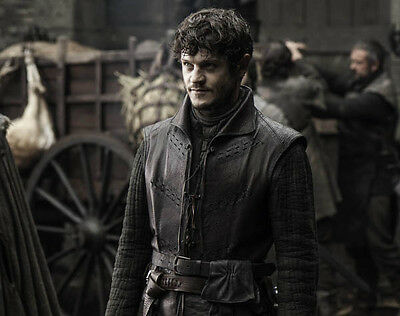 Iwan Rheon UNSIGNED photo - D776 - Game of Thrones