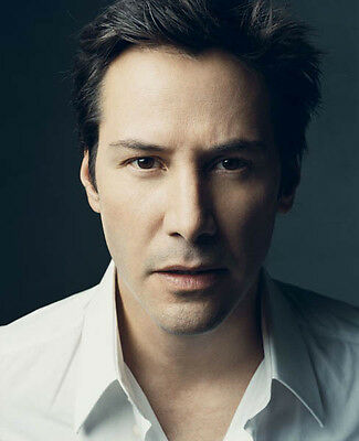 Keanu Reeves UNSIGNED photo - D823 - HANDSOME!!!!!