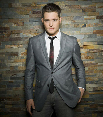 Michael Buble UNSIGNED photo - D1201 - HANDSOME!!!!