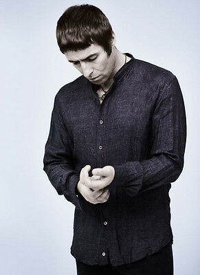 Liam Gallagher UNSIGNED photo - D1255 - Oasis