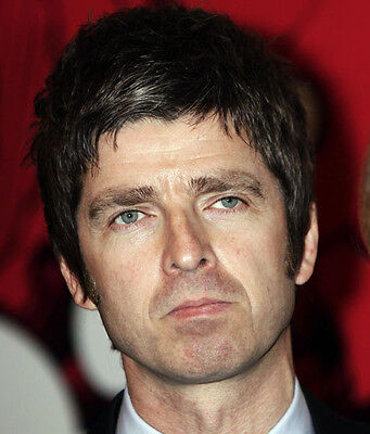 Noel Gallagher UNSIGNED photo - D1252 - Oasis