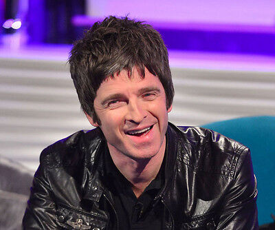 Noel Gallagher UNSIGNED photo - D1256 - Oasis
