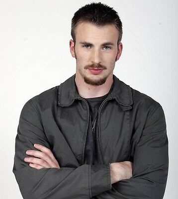 Chris Evans UNSIGNED photo - D1363 - HANDSOME!!!!!