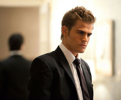 Paul Wesley UNSIGNED photo - D1405 - HANDSOME!!!!!