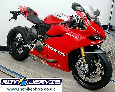 2016 (16) Ducati PANIGALE 1199R Ultra Sports Red One Owner UNDER 1500 Miles!