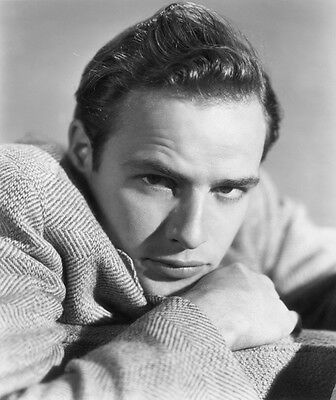 Marlon Brando UNSIGNED photo - E178 - HANDSOME!!!!