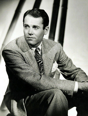 Henry Fonda UNSIGNED photo - D2336 - HANDSOME!!!!!