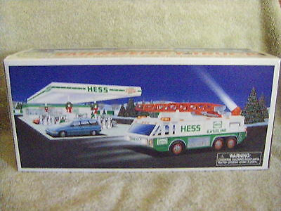 1996 HESS EMERGENCY TRUCK with LIGHTS AND SIRENS Mint in Box