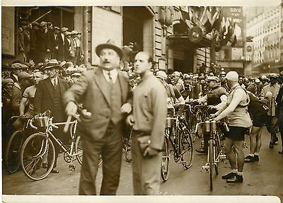 """Départ de la course PARIS-BREST 1931"" Photo originale G. DEVRED (Agce ROL)"