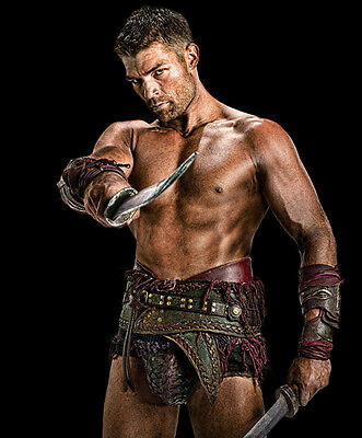 Spartacus UNSIGNED photo - E1896 - Liam Mcintyre
