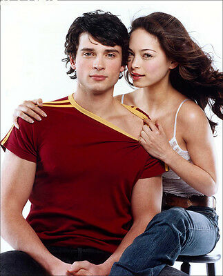 Smallville UNSIGNED photo - E377 - Tom Welling and Kristin Kreuk