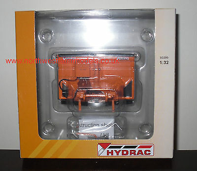 Universal Hobbies 1/32 SCALE 4102 HYDRAC MOUNTED GRITTER (MIB)