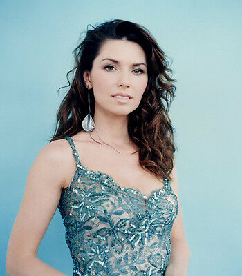 Shania Twain UNSIGNED photo - E641 - BEAUTIFUL!!!!!