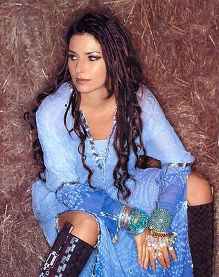 Shania Twain UNSIGNED photo - E645 - BEAUTIFUL!!!!!