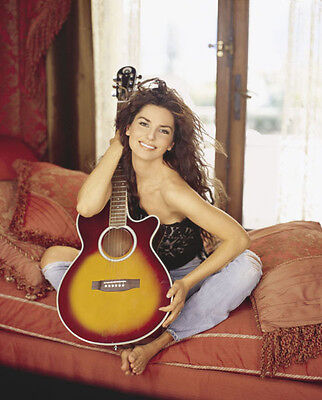 Shania Twain UNSIGNED photo - F654 - GORGEOUS!!!!!