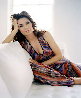 Shania Twain UNSIGNED photo - F656 - GORGEOUS!!!!!